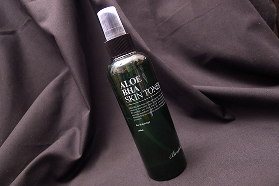 This is an older photo - the new packaging for this toner no longer has a spray nozzle.
